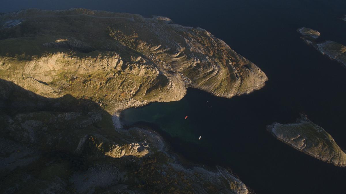 Paraglider Lovund Barba. By Lars Korvald