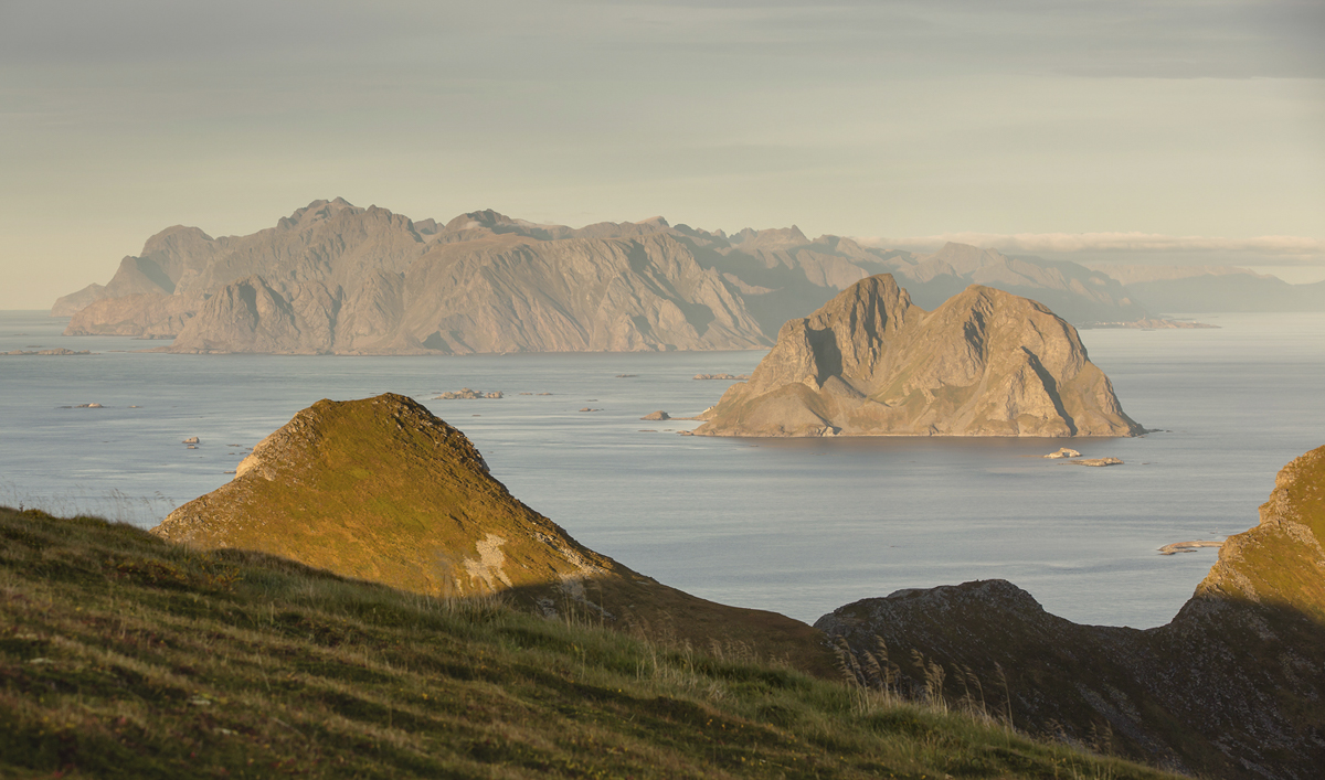 Mosken island, seen from Værøy. By Svetlana Romantsova